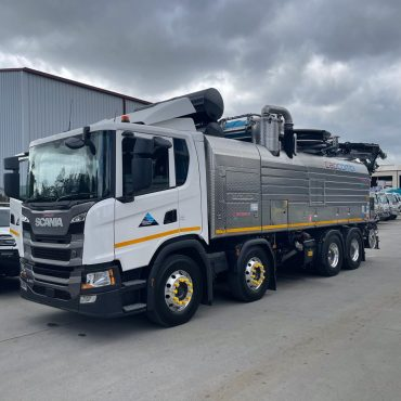 MS 49 New Vac Truck Side Front 2021